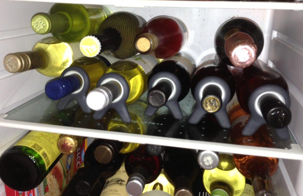 Bouteilles de vin au réfrigérateur