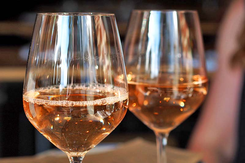 Deux verres de vin rosé