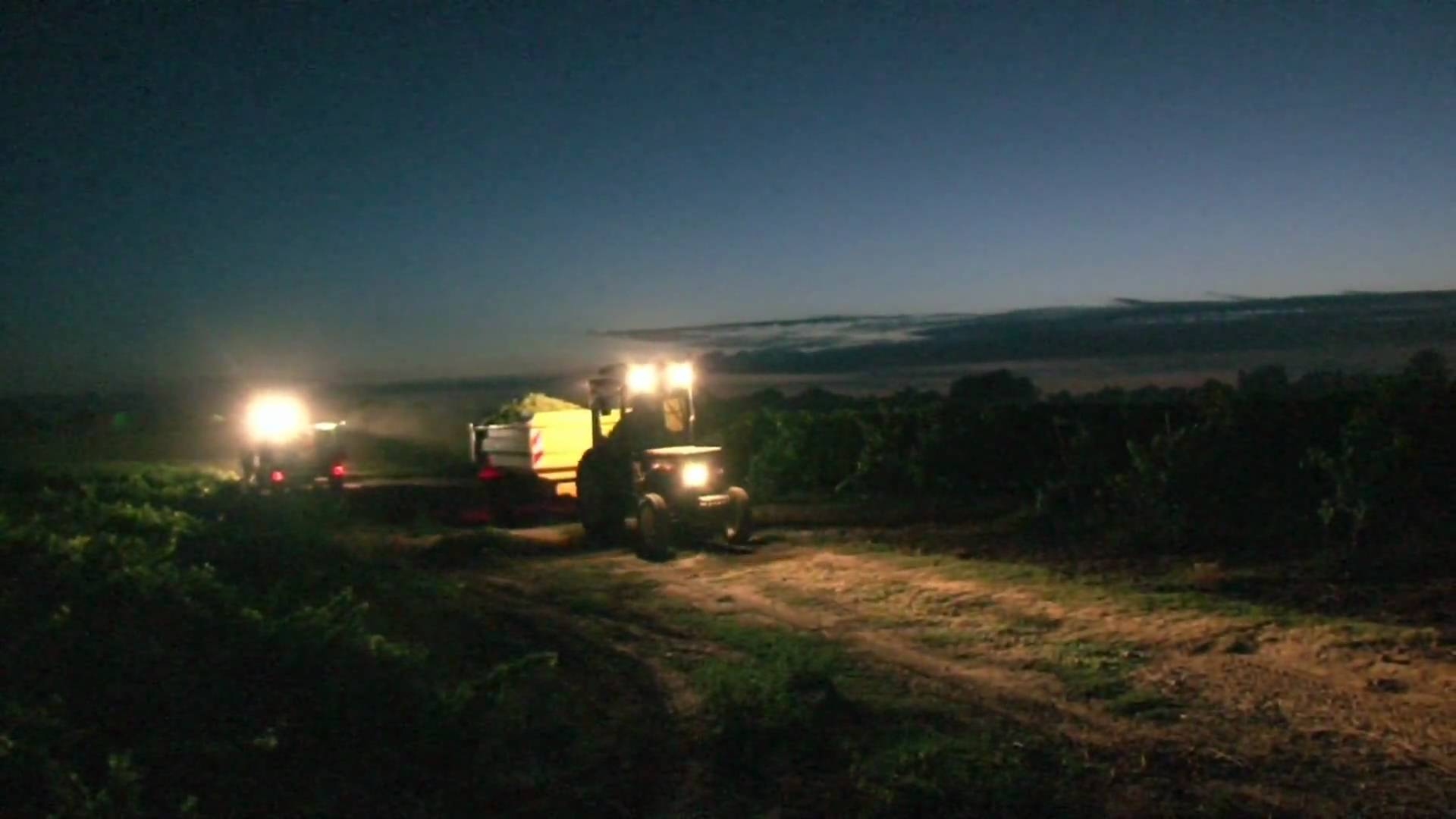 Tracteur dans la nuit