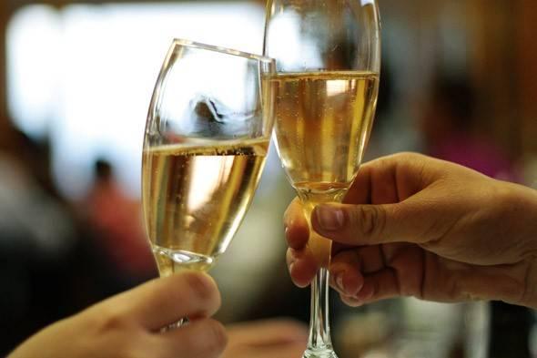 2 glasses of prosecco from the Veneto region