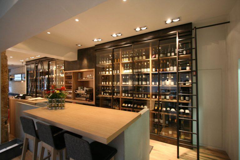 The wine service cellar