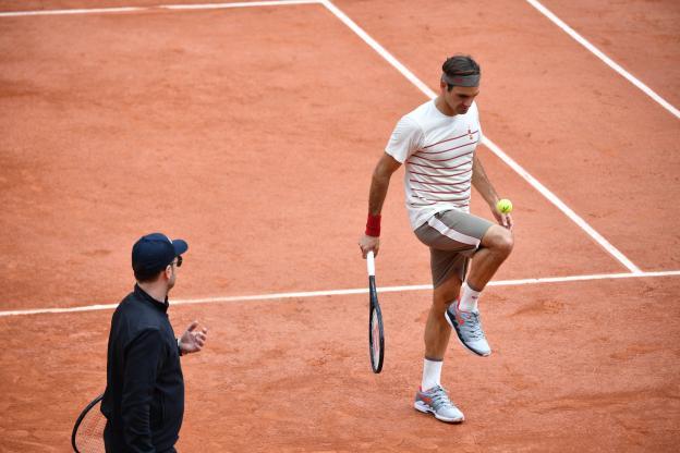 Roger Federer drible genou
