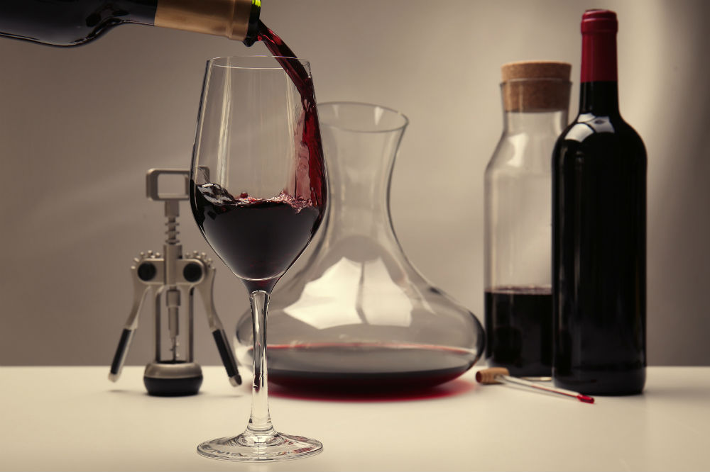 How does a wine aerator work?