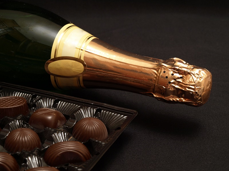 Sparkling wine and chocolate